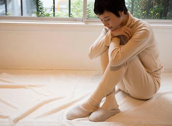 通気性と保湿性を兼ね備えたオーガニックコットンの肌着をインナーに着こむことも温かさを保つ秘訣です。