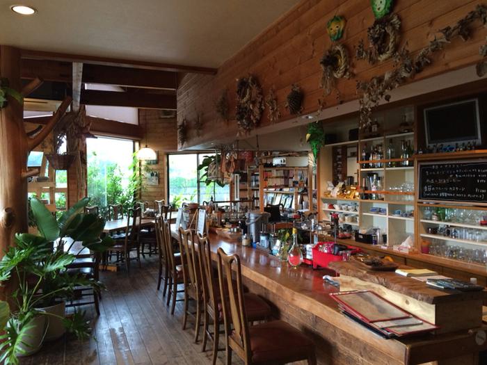 店内もナチュラルテイスト。世界各地のスペシャルティコーヒーと、フレンチスタイルのサクサク、もっちりなクレープを味わう事ができます。