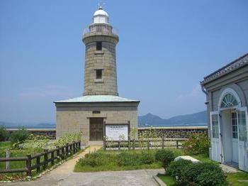 男木島の見どころは、猫だけではありません。観光におすすめなのが、1895年から現在まで使われている男木島灯台。日本の灯台50選にも選ばれており、映画『喜びも悲しみも幾歳月』の舞台にもなりました。
