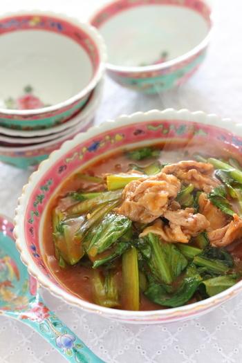 下ごしらえをして調味料を合わせておけば、10分でできるスピードレシピ。簡単でピリ辛、ご飯や麺にも合うお役立ちな一品です。寒い日だけでなく、暑い日にも食べたいおかずですね。