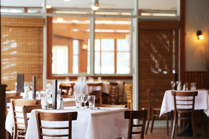高級店ではないけれど、料理には定評があるレストランやトラットリアで。気の置けない友人や家族と心ゆくまでおいしい時間を満喫したくなります。