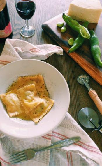 【空豆とペコリーノのラビオリ】 モチモチした食感のラビオリに、ペコリーノチーズの塩気と空豆の味がマッチした一品です。