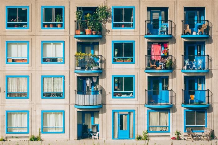家をまるごと借りて、暮らすように旅をする... フランスには、シャンブル・ドットという、一般家庭が空き部屋+朝食を提供している宿があります。多少不便かもしれませんが、他の宿泊者やオーナーと交流したり、人との出会いが楽しめるところが魅力的なんです。
