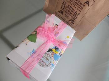 近江屋洋菓子店ときいて、このレトロな包装紙を思い浮かべる人も多いのではないでしょうか?