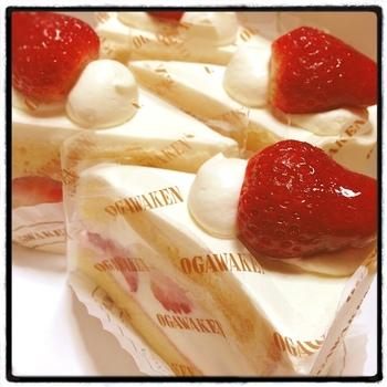 ケーキの中で、もっとも人気。口溶けの良い真綿のようなスポンジの間に、大粒の完熟イチゴと生クリームをサンドしています。