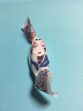 レトロで味のある包み紙が女性のハートをつかんで離しません。
