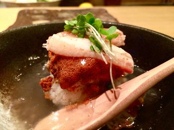 香箱ガニの蒸し鮨はカニの甘みが口の中に広がる逸品。ノドグロの蒸し寿司、雲丹の蒸し寿司もおすすめです。