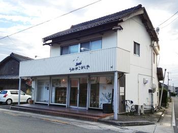 こちらは、2012年に小豆島に移住されてきたご夫婦による、国産小麦粉とオーガニック素材を使ったお菓子のお店です。 店内にカフェスペースもあるので、美味しいお茶と一緒にお菓子を味わうのもいいですね。