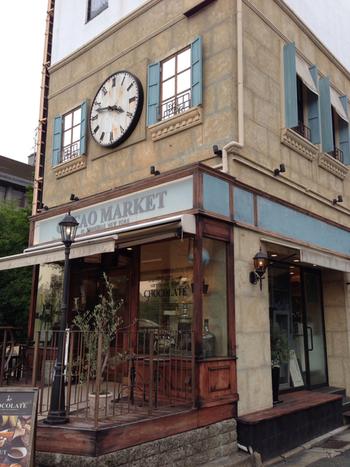 こちらは、マリベルのキッチンをイメージした「カカオマーケット」。天使があちこちにいるなど、遊び心満載のファンタスティックでおしゃれなお店です。
