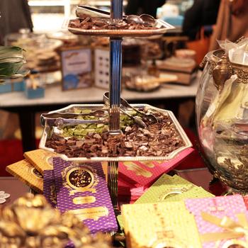 京都のチョコレートはいかがでしたか。海外のような雰囲気のお店もあれば、チョコレートのお店とは思えない情緒あふれる古都の町並みに合った雰囲気のお店もあります。いずれにしても、一度は訪れたいお店ばかり。