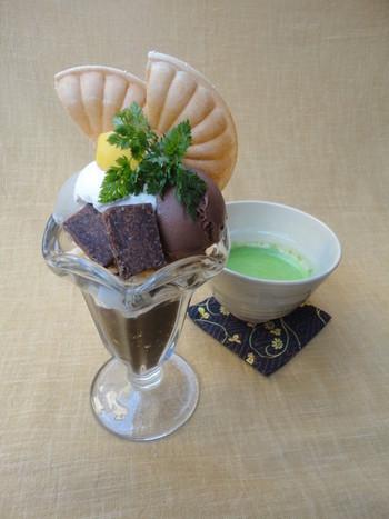 伊右衛門サロンは季節のお野菜やお肉の洋風料理を作っています。食後にまったりと美味しいパフェをいただくのもおすすめです。