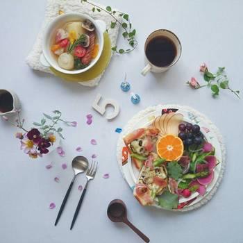 そんな flit (ふりっと) さんによる数々の写真と共に、おしゃれな料理写真を撮るためのヒントをご紹介します。