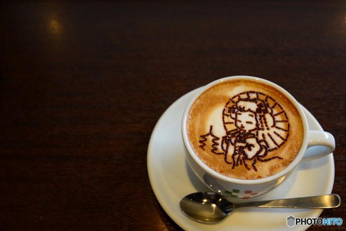 京都でオススメの町家カフェを5店舗選んでみましたが、いかがでしたでしょうか。京都には、土地柄、町家がたくさん残っており、カフェ以外にも工房や雑貨店などの町家ショップがあります。京都の風景と一緒に、この土地らしい味覚や人のあたたかさに触れてみると、また違った楽しみ方ができるかもしれません。