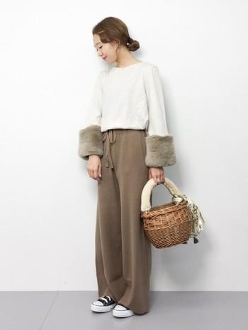 冬らしいファーアイテムは、ファートップスやファーコートなどの冬のファッションとも組み合わせ易いですね。