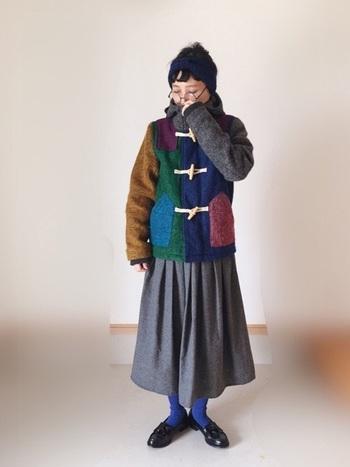 カジュアルなダッフルコートは、柄物や色んなカラーが入った個性的なデザインも多いんです。 ソックスや靴・帽子などとの色合わせで、色んな表情を楽しめますね。