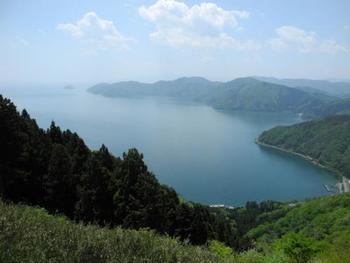 鶏足寺が在る滋賀県・湖北地方、長浜市木之本町。 歴史的に名高い「賤ヶ岳」もあります。賤ケ岳山頂から望む、奥琵琶湖も素晴らしいです。