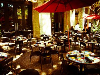 ガイドブックに載っているレストランは人気のお店です。満席の可能性もあるので、確実に行きたいなら予約するのがおすすめです。
