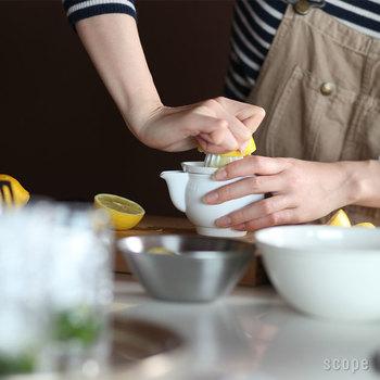 何度も試作を重ね完成させたジューサー。果汁を搾る山部分は高く丸みのある形になっていて、それほど力をいれなくても効率的に果汁を搾りきります。
