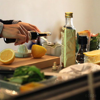 レモン一個分よりも余裕があるため、醤油や酒、だしなどと合わせて、オリジナルのドレッシングやたれを直接ポットの中で作ることも可能です。