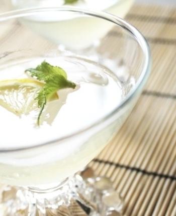 『レモン4個分!レモネードのゼリー』  暑い夏の日に食べたくなるさっぱりとしたレモンのゼリー。疲労回復にも効果的。