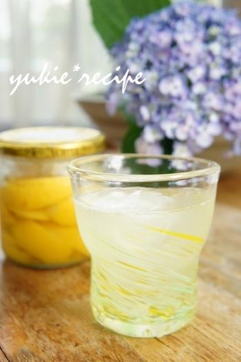 『塩レモンとはちみつのスカッシュ』  塩レモンを疲労回復ドリンク風に。自然の酸味が体に染みわたる1品です。