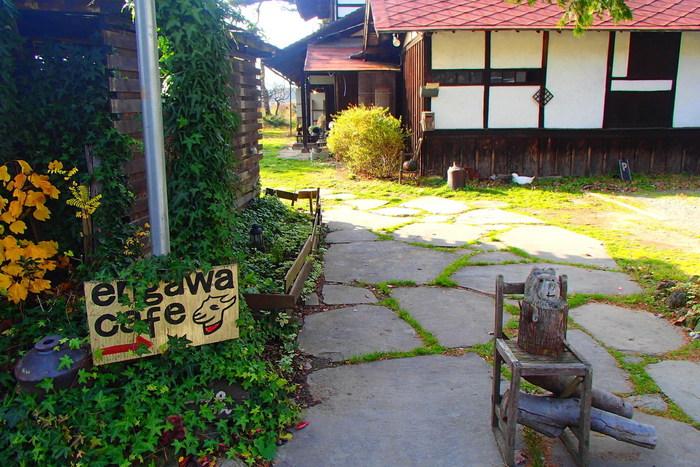 北杜市高根町にあるこちら「エンガワカフェ」。可愛らしい手作り看板に、すでにワクワクしてしまいます!