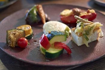 くじらぐものメニューは地元、明野で採れた野菜や自家製のモノにこだわっています。 野菜がメインでとっても健康的。