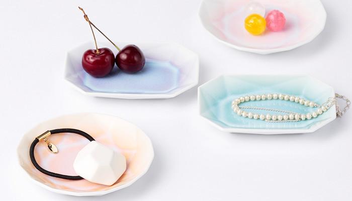 ちょこんと小さな飴やフルーツも、有田ジュエルにのるだけで、キュートでファンタジーな存在に。おもてなしに使えば「かわいい」と絶賛間違いなしです。