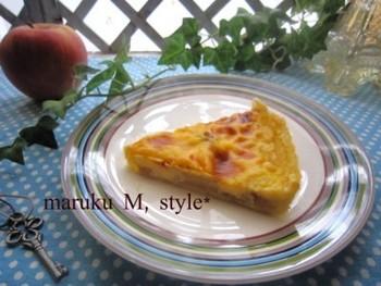 タルト生地にブランデーに一晩漬け込んだりんごを入れ、上からカスタードをかけて焼いた、ちょっと大人味のパイです。ブランデーの効果で深い味に♪