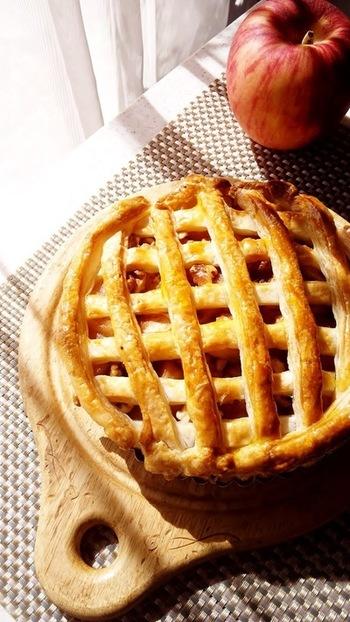 しっとりした食感のりんごに、香ばしいクルミが絶妙で食べ応えのあるアップルパイ。贅沢な味わいのスイーツです。