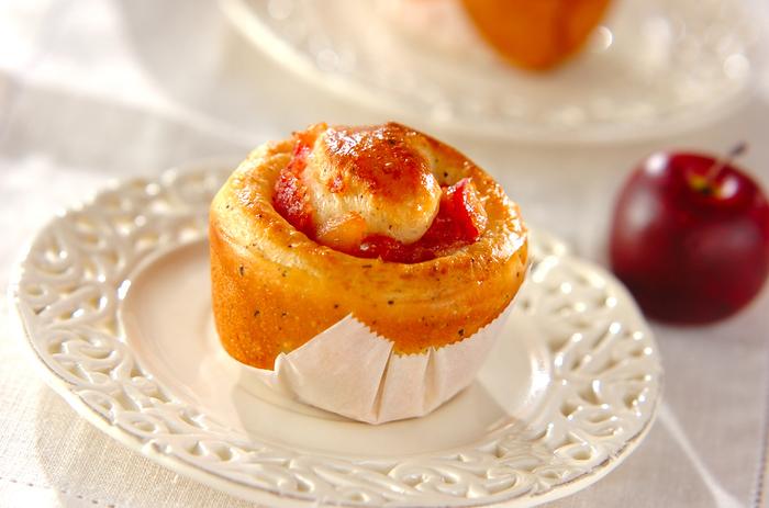手作りリンゴジャムの他、市販の紅玉ジャムを使っても手軽につくれそう。アップルティーの香りがふんわり漂うやさしいパンはいかが?