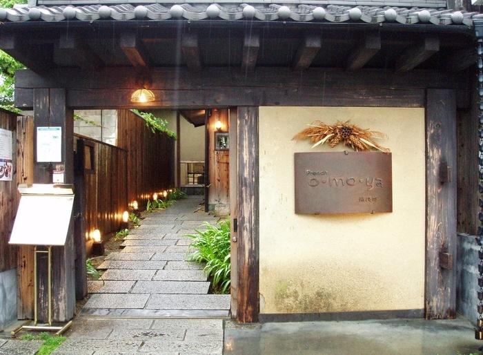 奈良近郊で採れる新鮮で旬な食材をふんだんに使った創作フレンチのお店。建物はなんと江戸末期に建てられた町屋で150年の歴史があるそうです。その建物を見るだけでも価値がありそうですが、お料理ももちろん絶品!