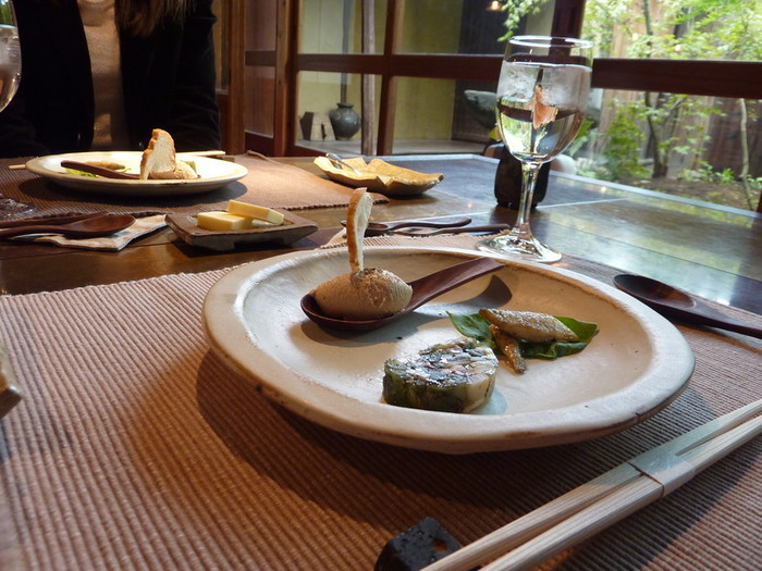 気取らずお箸でいただくフレンチ♪落ち着いた町家の雰囲気を楽しみたい方にはおすすめです。奈良近郊で取れる地の食材を使ってあるのが嬉しいです。