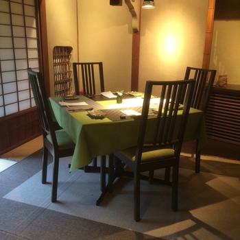 和モダンな空間で優雅なランチタイムを楽しめます。