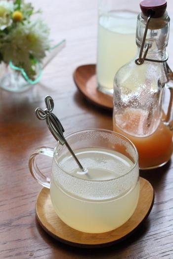 レモンとジンジャーが主役のシロップはお湯で割って飲むので、一度作っておけばしばらく楽しめるのが嬉しい♪