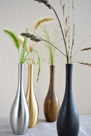 そのままインテリアとして飾っておいても素敵ですし、どんな草花を挿しても美しく引き立ててくれる魔法の花瓶です。