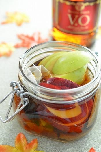ブランデーに干し芋とりんごの甘さと香りをプラス。優しい甘みのフルブラは、作っておくとスペシャルドリンクやデザートなどさまざまな使い方があります。
