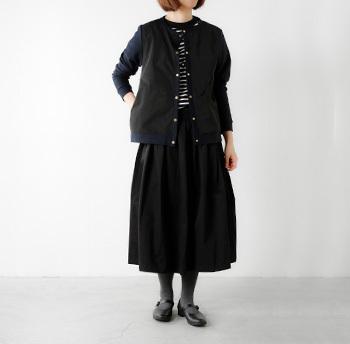 ■ワンストラップシューズ-ブラック  モード感漂うのに女性らしさも押さえた1足。スカートに合わせれば、可愛らしい表情を見せてくれます。