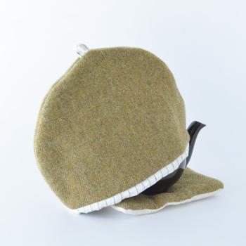 ティーポットの形に合わせてかぶせたり装着することで、紅茶を温かいまま保ってくれます。  実用性に加えて、丸みのあるポットのフォルムに合わせたデザインの可愛さがなんともほっこり…♡