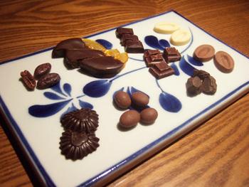 高品質なカカオを原料に使用した40種類のファインチョコレート。そして、コニャック、ロマーノ・レーヴィ、モルトなどの蒸留酒を取り扱っている大人のチョコレート&バー「ドンナ・セルヴァーティカ」。