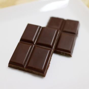 カカオ分70%以上。カカオマス、きび砂糖、カカオバターだけで作り出す、至高のチョコレートは、一度食べたら忘れられない味。