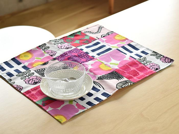 こちらは、パッチワークになっていますが、2枚の布を重ねて縫えば、リバーシブルなランチョンマットに♪