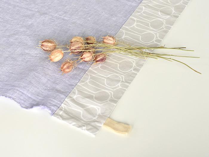 優しい色合いの布で、お弁当包みを作るのはいかがでしょうか?
