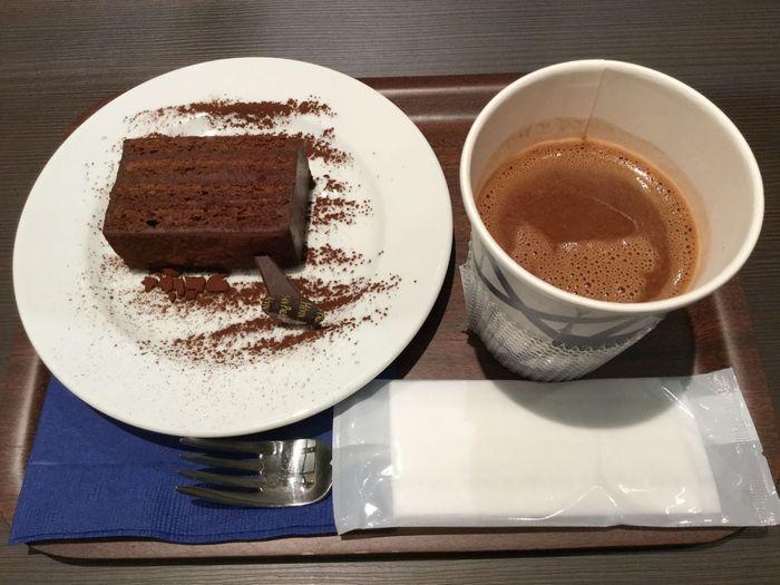ショコラの香りに包まれた店内で過ごすチョコレートタイムは、贅沢な時間となる事間違いありません。