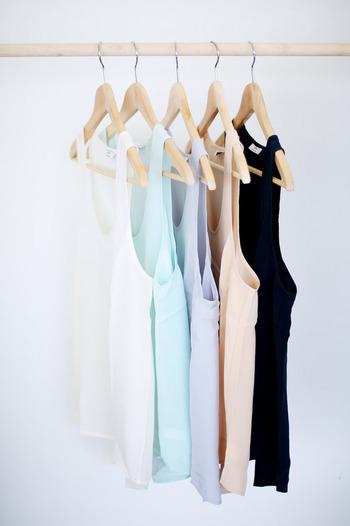 「似たような形の服が多い」など、残したアイテムに大きな偏りはありませんか?もう一度いらないものがないか、よく確認してみましょう。