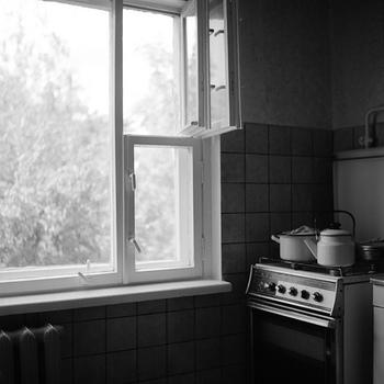 「持たない暮らし」を実践して部屋の物がなくなってスッキリするのは良いのですが、あまりに殺伐として潤いのない部屋になってしまうのも寂しいです。