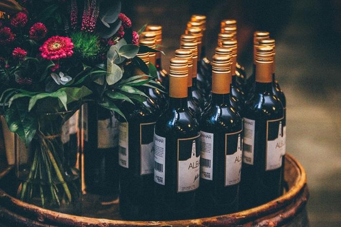 1.夏期の長期保存を避けるのは、日中と夜間の気温の変化が激しばかりでなく、30℃以上の気温も連日続くためです。高温下にワインを置いておくと、液漏れの原因になってしまいます。
