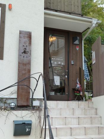 「れのかまくら」は、「田楽辻子のみち」沿いにある、ベーカリー&カフェ。営業日は木曜日と金曜日のみの幻のパン屋さんです。