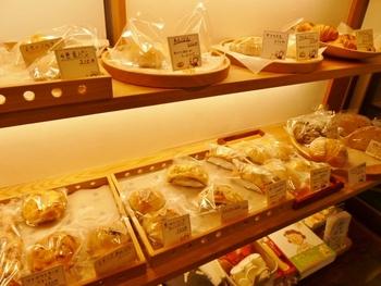 運良く営業日に鎌倉を訪れたのなら、天然酵母のモチモチのパンとコーヒーを楽しんでも。