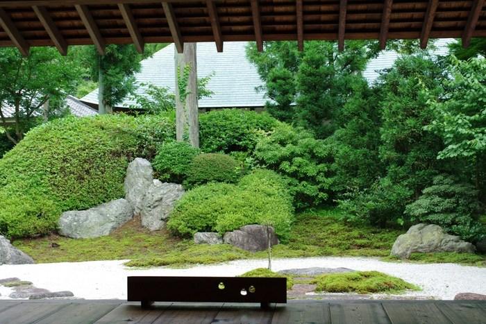浄妙寺の「枯山水庭園」も報国寺同様に素晴らしい眺めです。